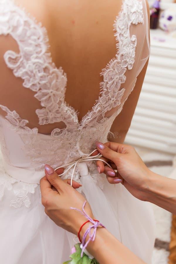 Jour du mariage Honoraires du ` s de jeune mariée image libre de droits