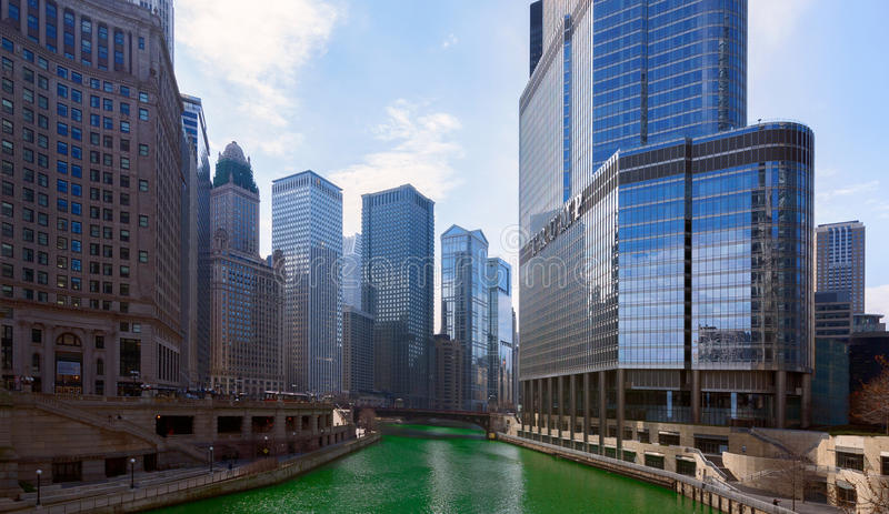 Jour du ` s de St Patrick dans la ville de Chicago, la rivière Green, l'Illinois, Etats-Unis photos stock
