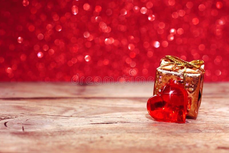 Jour du ` s de Valentine, fond de vacances avec le coeur, boîte-cadeau image libre de droits