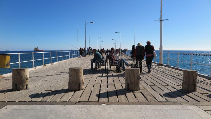 Jour ensoleillé chez Molos Limassol, la Chypre photographie stock libre de droits