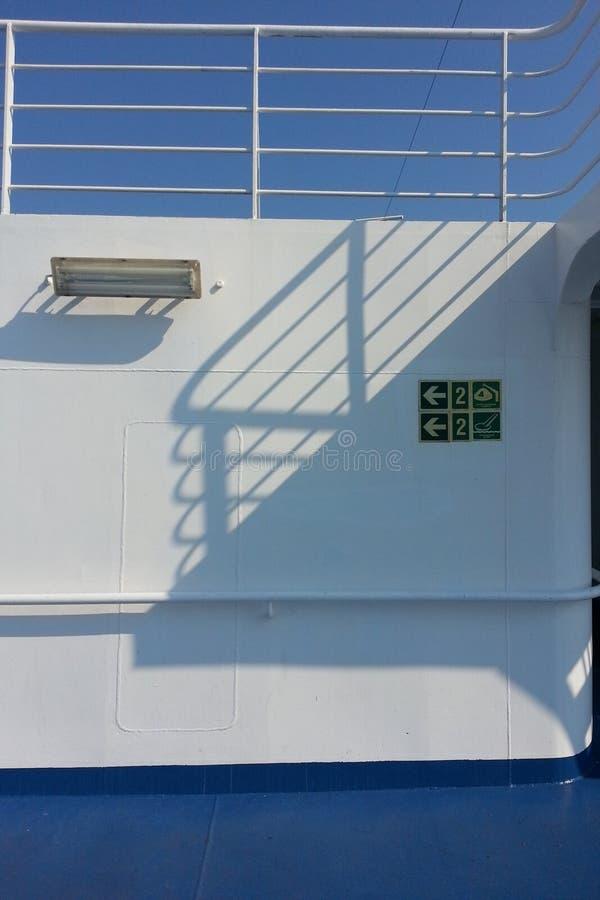 Jour ensoleillé sur le bateau photographie stock