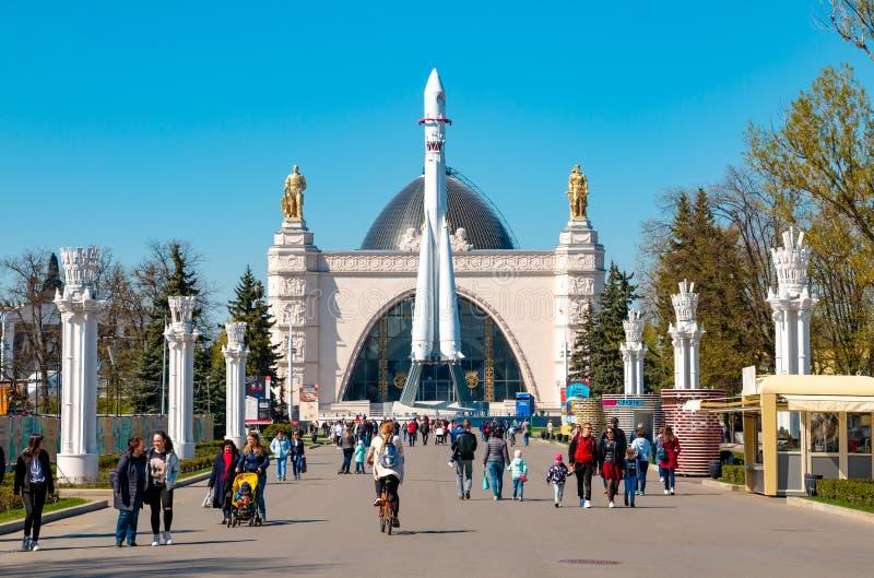 Jour ensoleill? en parc de VDNH ? Moscou, la Russie images stock