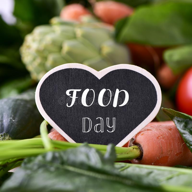 Jour et légumes crus de nourriture des textes photographie stock