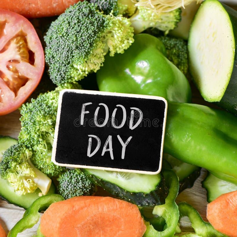 Jour et légumes crus de nourriture des textes image libre de droits