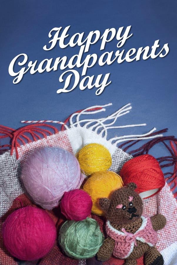 Jour heureux de grands-parents, texte blanc, chaleur et soin image libre de droits