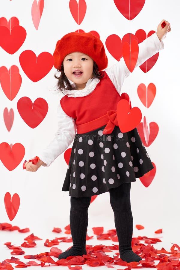 Jour heureux du ` s de Valentine de bébé asiatique photos libres de droits