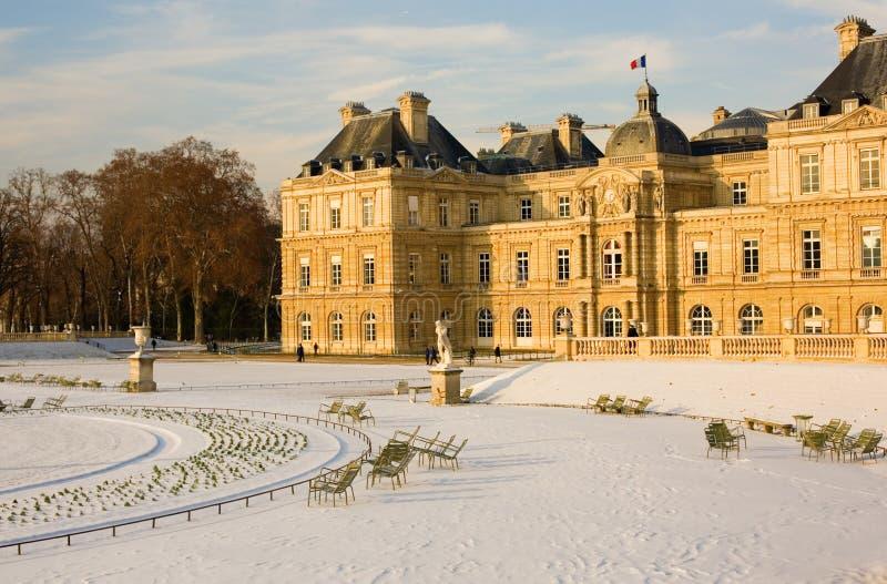 Jour neigeux rare à Paris photographie stock libre de droits