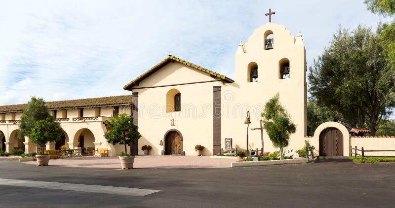 Jour nuageux à la mission la Californie de Santa Ines image stock