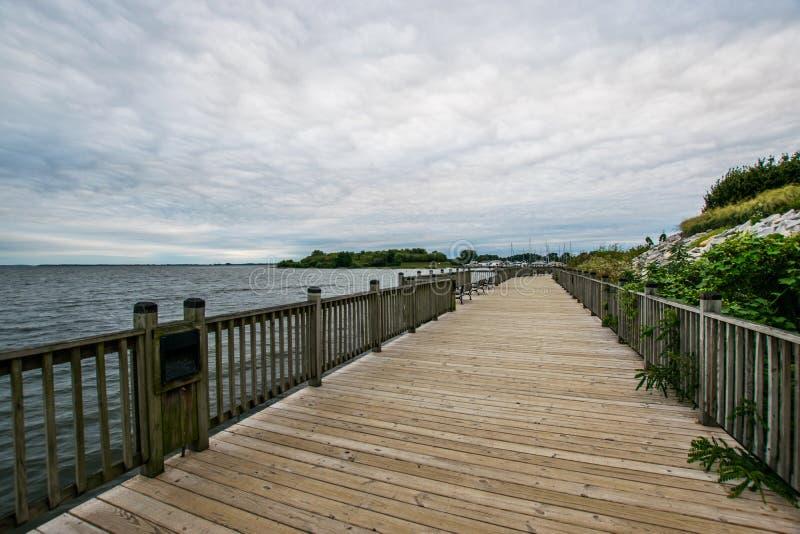 Jour nuageux chaud à Le Havre De Grace, le Maryland sur la promenade de conseil photographie stock libre de droits