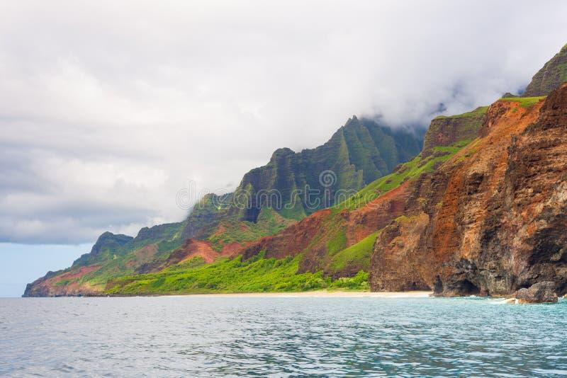 Jour nuageux sur la côte de Na Pali images libres de droits