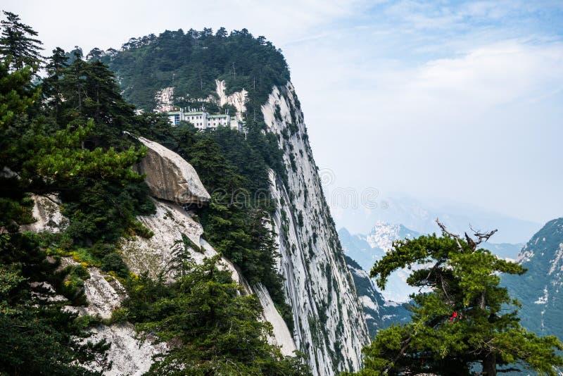 Jour nuageux sur le mont Hua Shan dans la province de Shaanxi photographie stock libre de droits