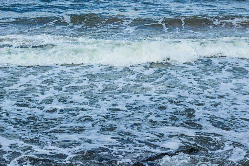 Jour orageux sur la plage sablonneuse de mer à Miami photos stock