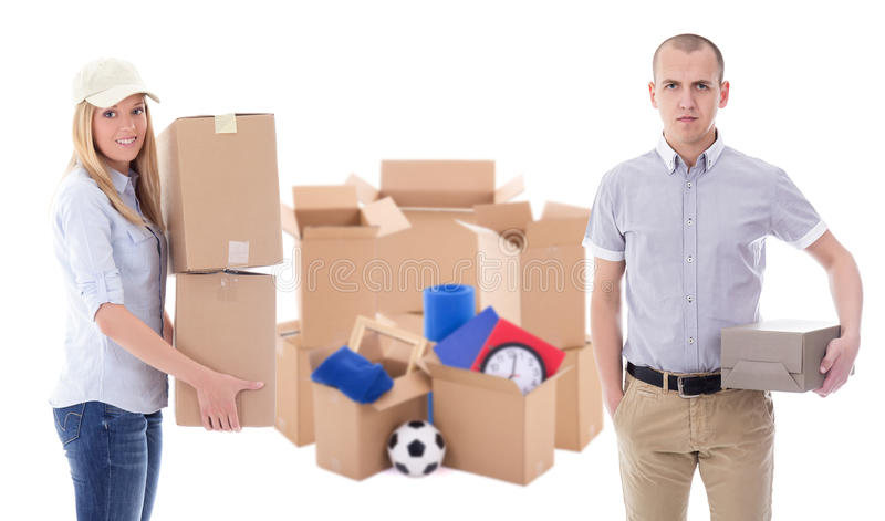 Jour ou concept mobile de la livraison - jeune homme et femme avec le brun image stock