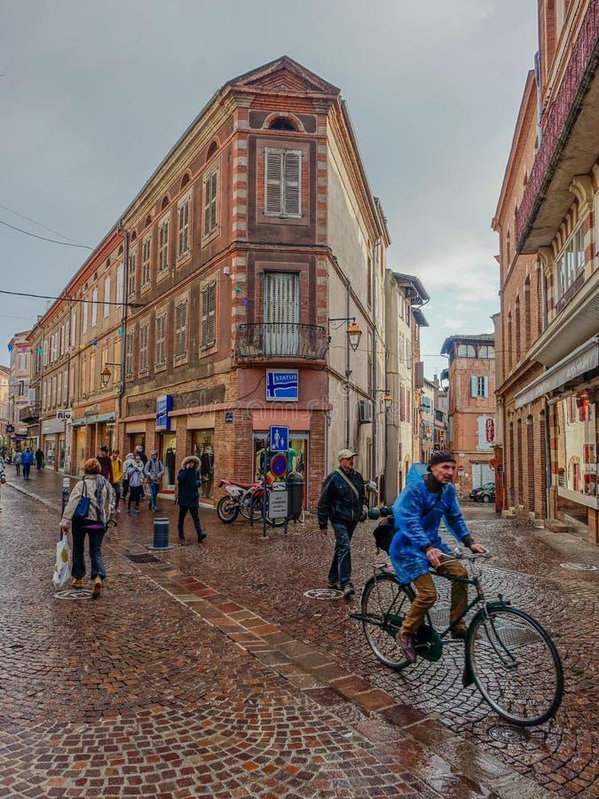 Jour pluvieux dans les rues d'Albi photographie stock