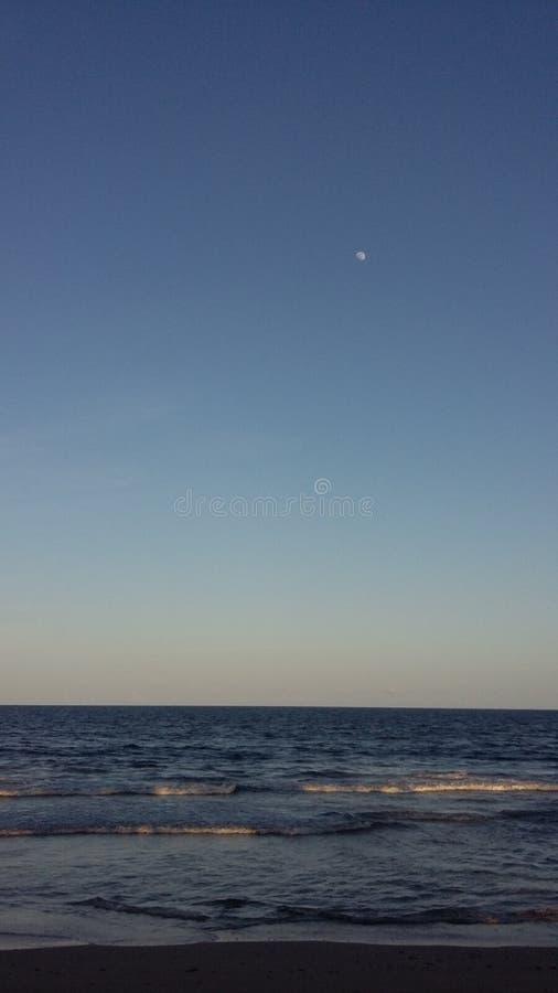 jour régulier à la plage de mayaro photo stock