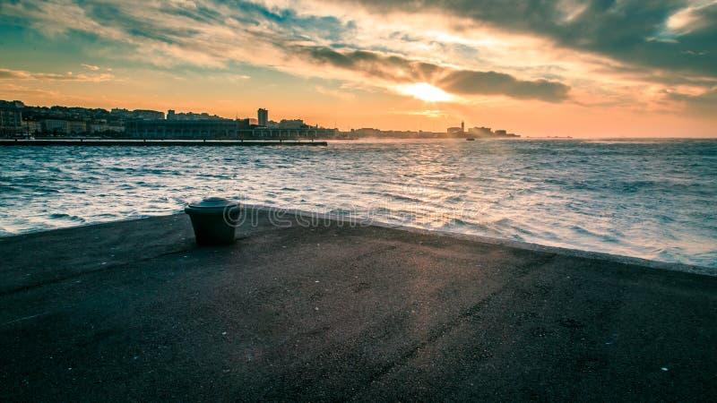 Jour venteux dans la ville de Trieste image stock