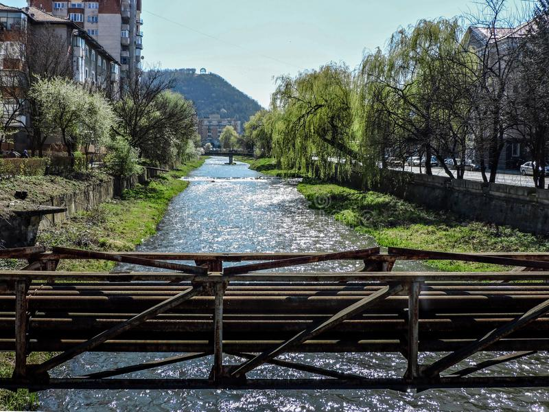 Journée de printemps dans Resita, Roumanie image stock