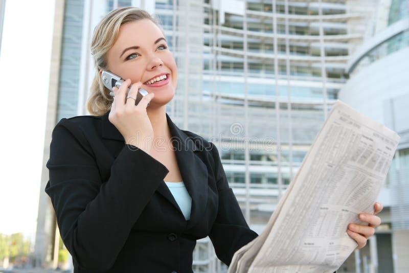 Journal du relevé de femme d'affaires image libre de droits