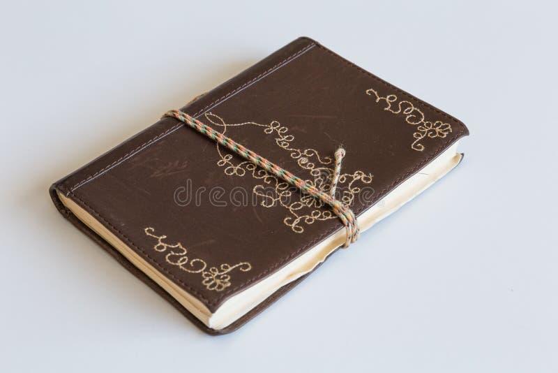 Journal en cuir fermé images stock
