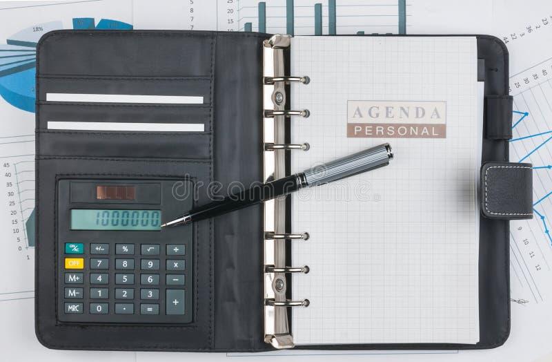 Journal intime, calculatrice et stylo photographie stock libre de droits