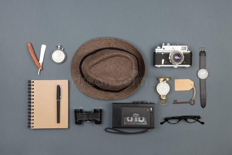 Journalist of privé-detectivewerkplaats - de camera, de hoed, het registreertoestel en andere vullen royalty-vrije stock afbeelding