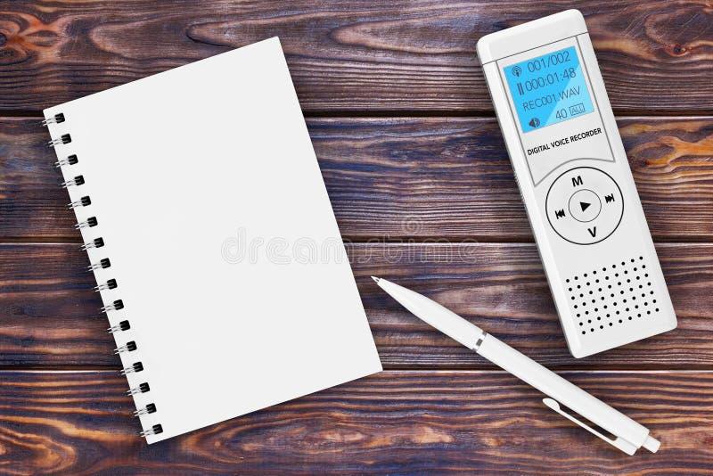 Journaliste Digital Voice Recorder ou dictaphone, bloc-notes vide illustration libre de droits