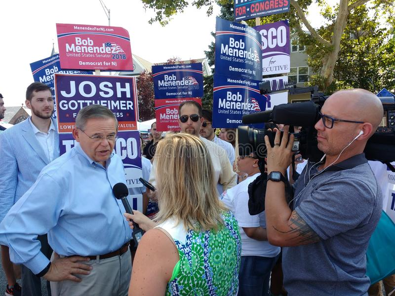 Journaliste Interviewing Bob Menendez, sénateur des Etats-Unis de New Jersey, médias, communications photo stock