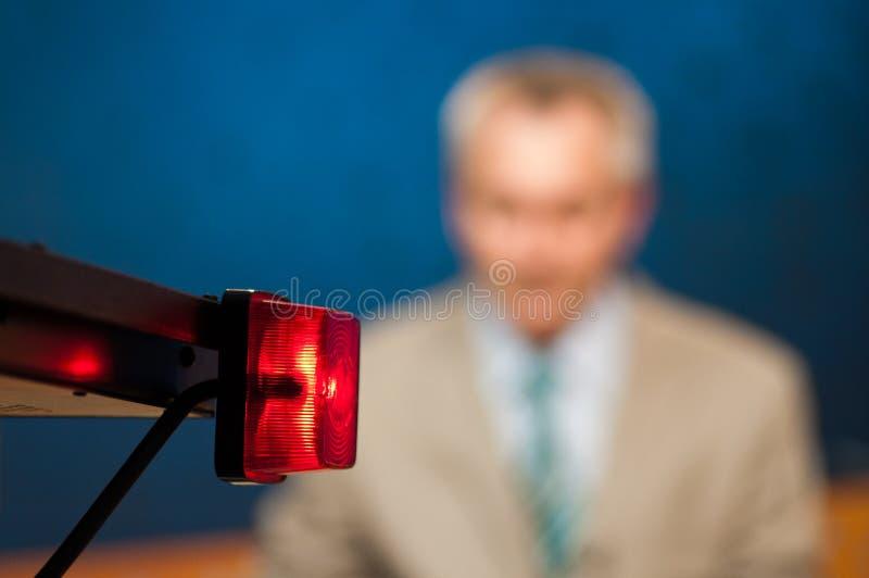 Journaliste présent des nouvelles photo libre de droits