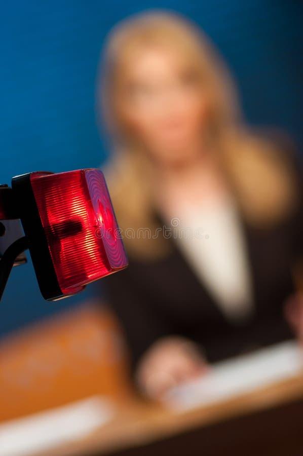 Journaliste présent des nouvelles photos libres de droits