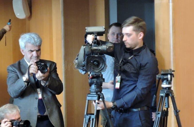 Journalisten bij persconferentie van Internationaal de Filmfestival van 41ste Moskou stock foto