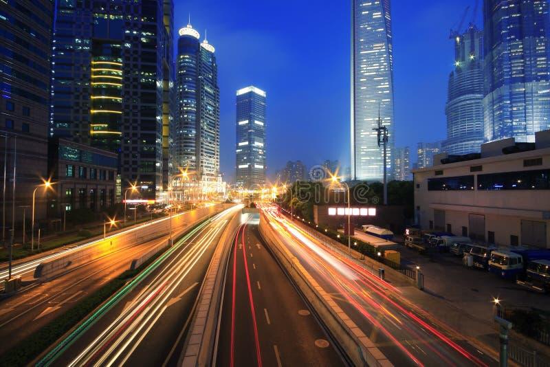 Journaux de lumière d'arc-en-ciel de circulation de transport urbain photo libre de droits