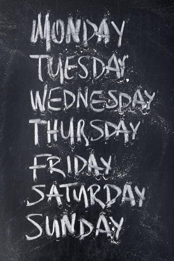 Jours de la semaine sur le tableau noir photographie stock