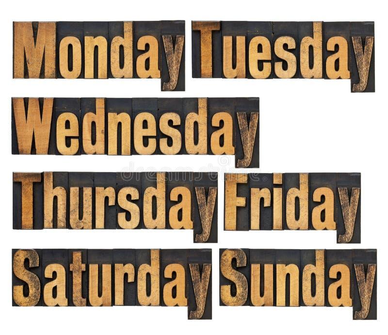 Jours de semaine dans le type en bois photos stock