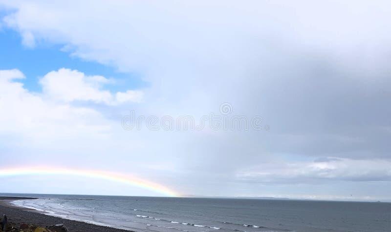 Jours pluvieux d'arc-en-ciel image libre de droits