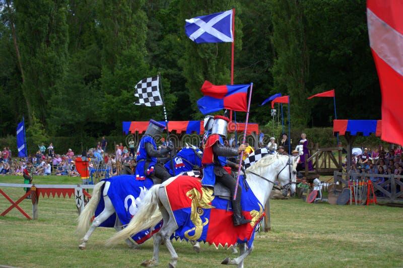 Jousting turnering för skotsk riddareHever slott royaltyfria bilder