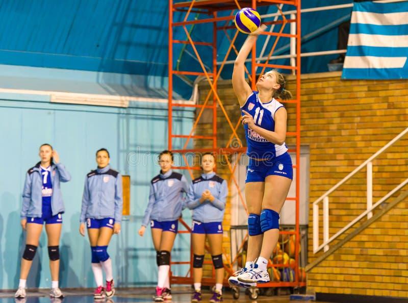 Jovanovic Katarina,在CSM布加勒斯特- CSM Lugoj符合的排球新球员服务 免版税库存图片