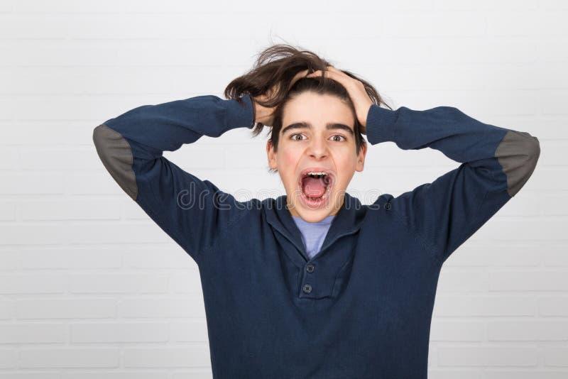 Jovem furioso gritando fotografia de stock royalty free