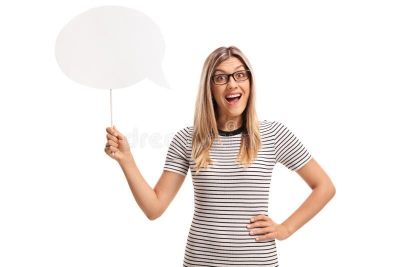 Jovem mulher alegre com uma bolha do bate-papo fotografia de stock