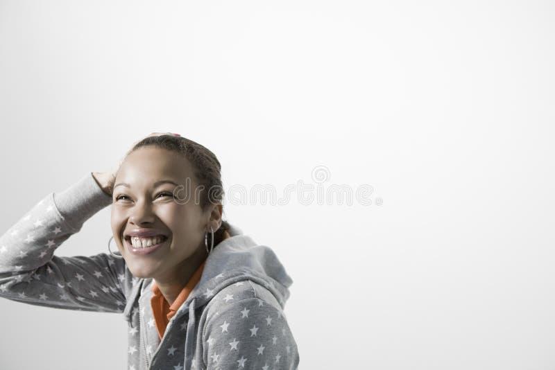 Jovem mulher alegre que olha ACIMA fotos de stock royalty free