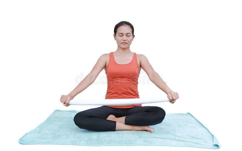 Jovem mulher asiática que faz os exercícios da ioga isolados no fundo branco imagens de stock royalty free