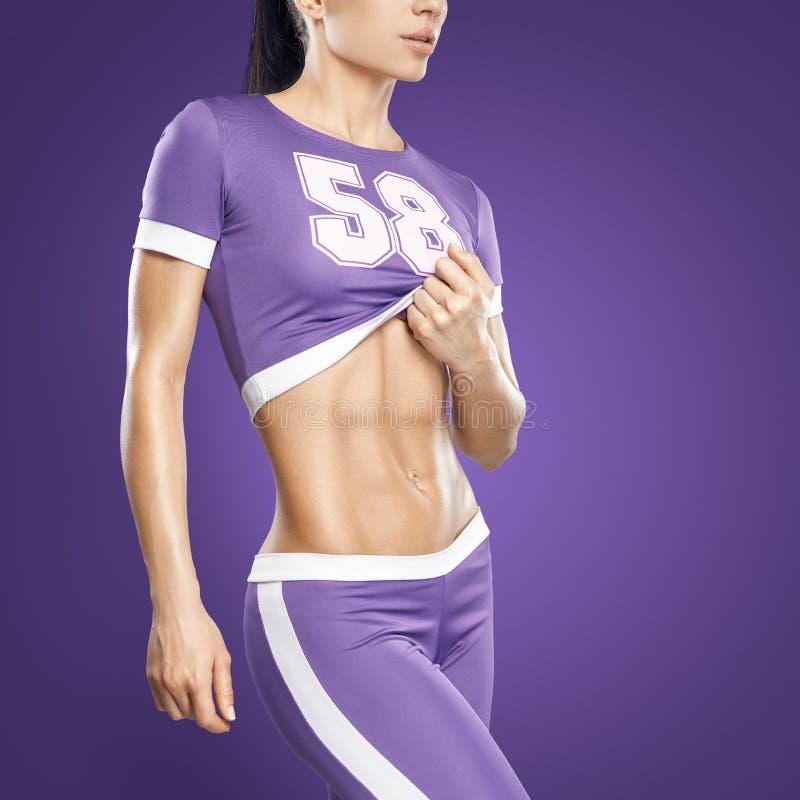 Jovem mulher atlética da aptidão fotografia de stock royalty free