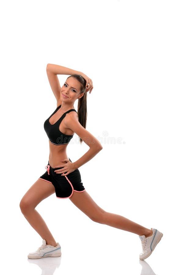 Jovem mulher atlética que faz o exercício imagem de stock royalty free