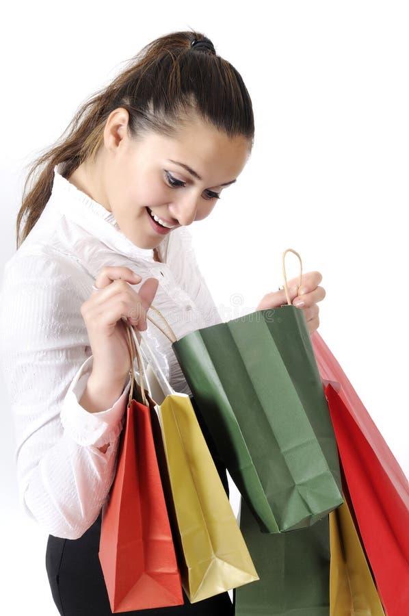 Jovem mulher atrativa de compra fotos de stock royalty free