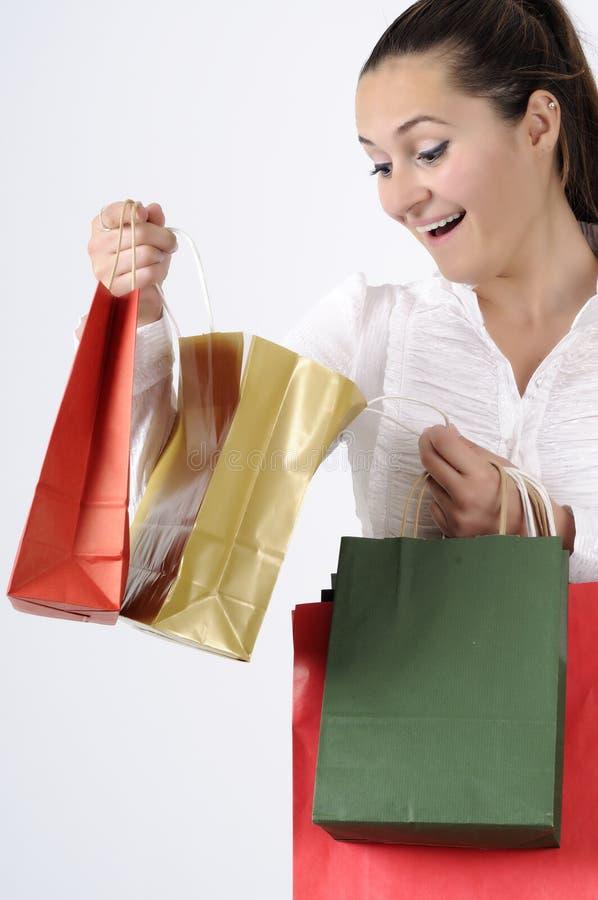 Jovem mulher atrativa de compra fotos de stock