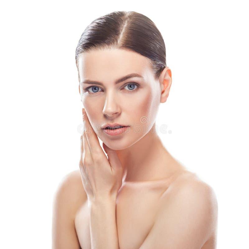 Jovem mulher bonita com cara saudável e pele limpa imagens de stock royalty free