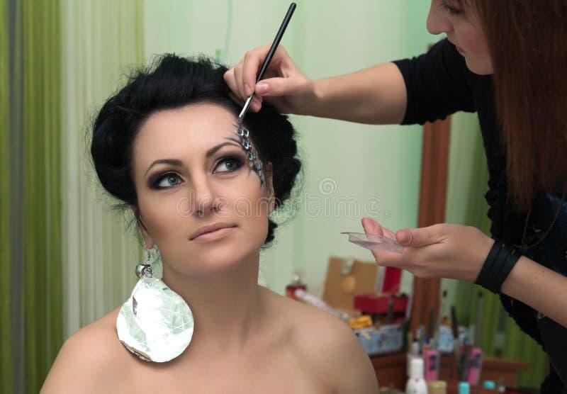 Jovem mulher bonita com composição da forma fotografia de stock royalty free