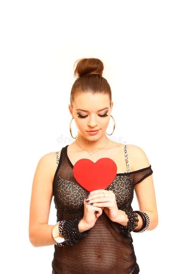 Jovem mulher bonita com um símbolo do coração isolado na parte traseira do branco imagens de stock