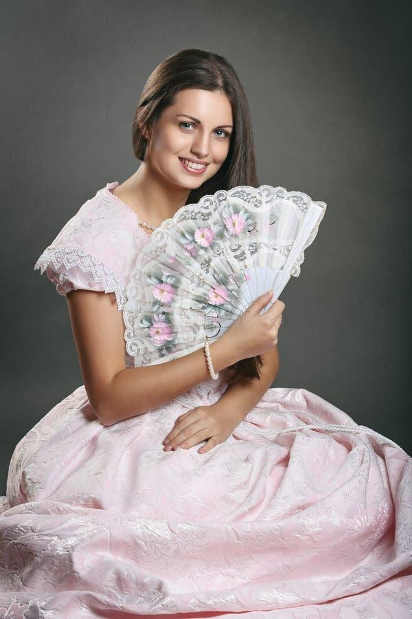 Jovem mulher bonita com vestido do renascimento imagem de stock royalty free
