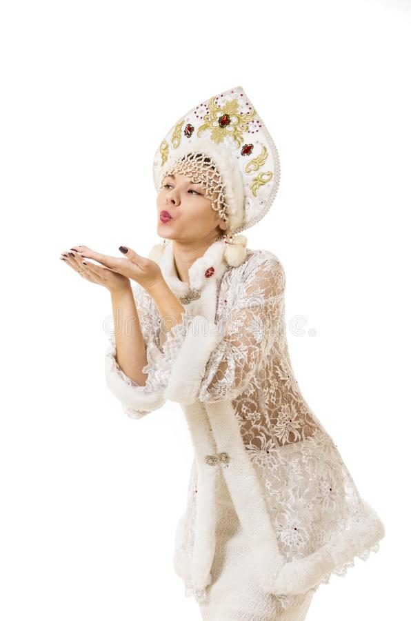 Jovem mulher bonita, feliz, emocional vestida como o sorriso de Santa Claus Carnaval Natal-novo do ano imagens de stock royalty free