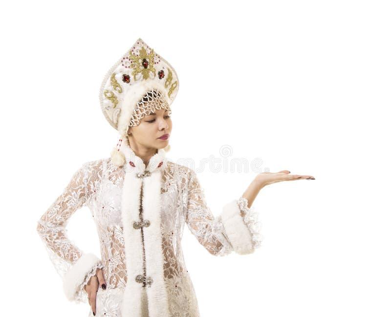 Jovem mulher bonita, feliz, emocional vestida como o sorriso de Santa Claus Carnaval Natal-novo do ano imagens de stock